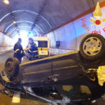 Incidenti: auto si ribalta sulla 106 in galleria nel catanzarese