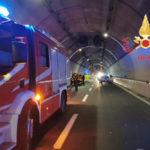 Incidenti stradli: scontro tra due auto sulla 106, due feriti