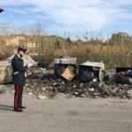 Sorpreso dai carabinieri a bruciare rifiuti, denunciato piromane