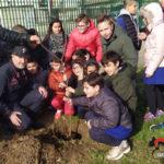 Carabinieri forestali donano piante e migliaia di semi alle scuole