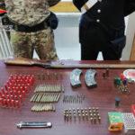 Nascondeva armi e munizioni, arrestato