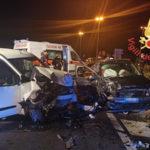 Incidenti: scontro tra due auto sulla 106 nel catanzarese, 3 feriti