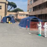 Omaggio dei Vigili del Fuoco al personale sanitario di Reggio Calabria