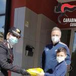 Scuole chiuse: i Carabinieri consegnano i tablet agli studenti