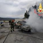 Incendi: a fuoco nel lametino due auto, nessun ferito