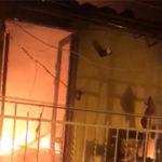 Carabinieri traggono in salvo da un incendio, una bambina