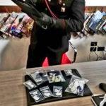 Droga: spacciatore e parrucchiere a domicilio, arrestato