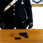 Armi: pistola e cartucce in un muretto, un arresto nel Reggino