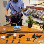 Armi e marijuana in casa, arrestata 37enne a Pentone dai Carabinieri