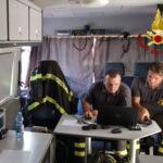 Vigili fuoco impegnati nella ricerca di una persona