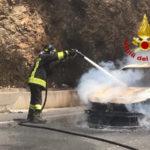 Incendi: a fuoco auto di turisti nel comune di Sersale