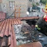 In fiamme tetto abitazione nel vibonese, nessun ferito