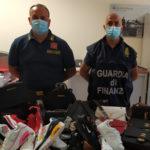 Oltre mille capi contraffatti sequestrati da Guardia finanza