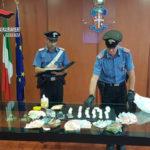 Droga e soldi nel controsoffitto appartamento, arrestati mamma e figlio
