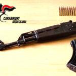 Ardore: arrestato giovane trovato in possesso di un fucile Kalashnikov