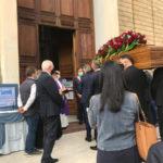 Il feretro del presidente Santelli nella chiesa di San Nicola a Cosenza