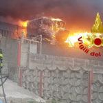 Incendio in azienda di trattamento rifiuti a Squillace