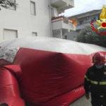 Si barrica in casa e minaccia suicidio, bloccato