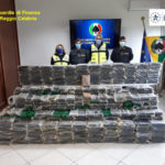 Droga: Gdf sequestra 900 kg cocaina in porto Gioia Tauro