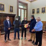 Catanzaro: Cavallaro e Russo ricevono l'alpino che percorre l'Italia a piedi