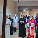 La Via Crucis del vescovo Schillaci all'ospedale di Lamezia Terme